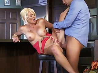 Buxom Stunner Rhylee Richards Is Being Fucked Hard In Her Raw Cunny