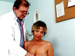 Tasty Looking Granny Vanda Gets Her Slit Taunted By Non-traditional Doc