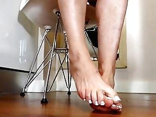 Sexy Mom Feet..